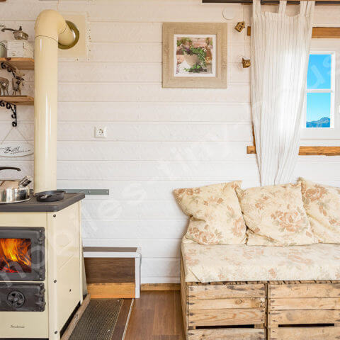 Tiny House France heating or fireplace possible