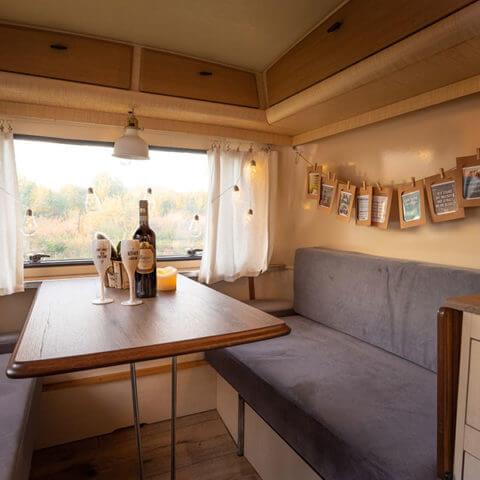 Caravan Eriba – dining area